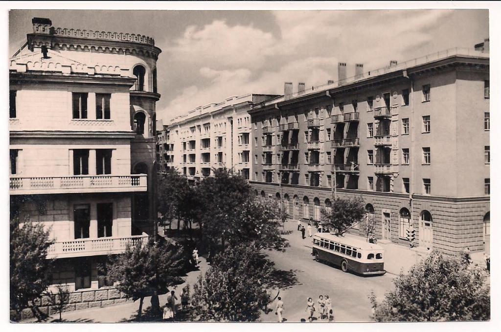 Сталино. Улица имени Артема. Жилые дома угольщиков. Фото Л. Азриеля. 1956 год или немного ранее