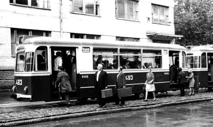 Фотолетопись. Донецк. Вторая половина 60-х годов. Трамвай 1-го маршрута на улице Челюскинцев