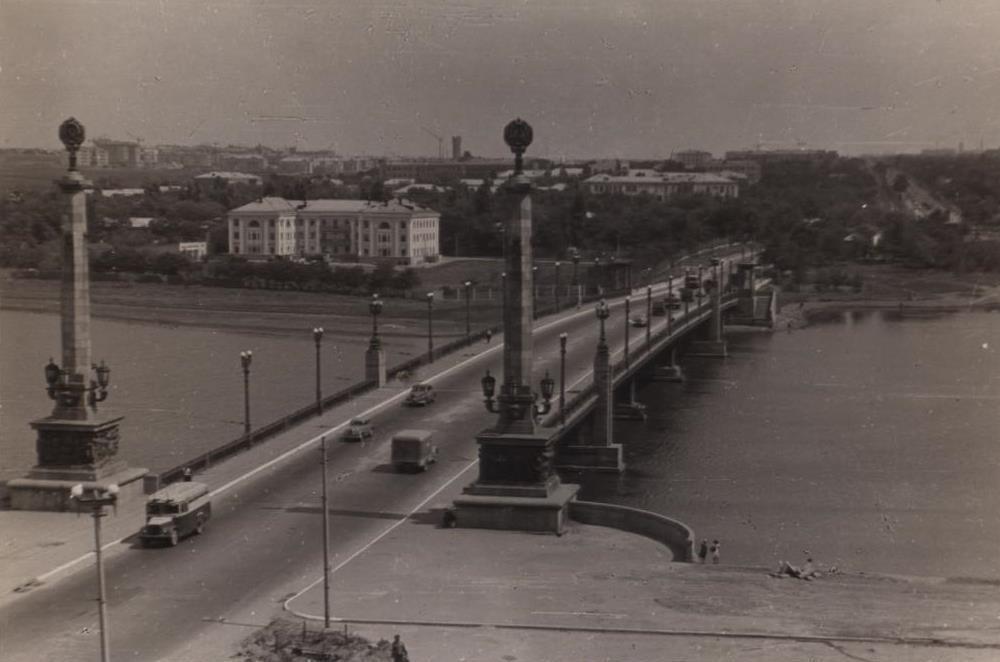 Фотолетопись. Городской, грузовой и легковой автомобильный транспорт города Сталино, 1956-1957 гг.