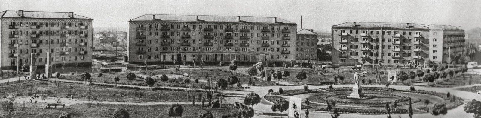 Фотолетопись. Сталино. Площадь Победы с Лениным. Начало 50-х.